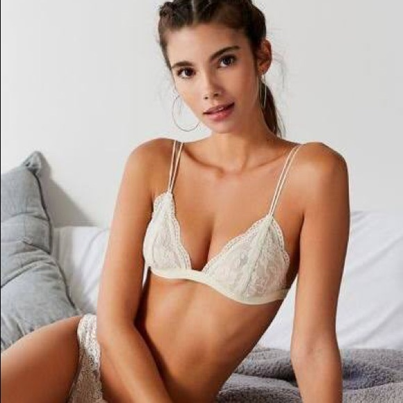 11f621be67a31 Out From Under Lace Triangle Bralette - Cream UO. M 5acc1cc750687c364829171e